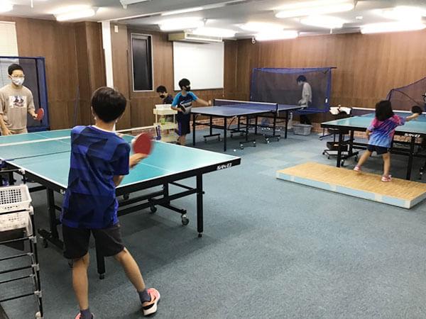 ラルサ卓球場小学生教室の様子